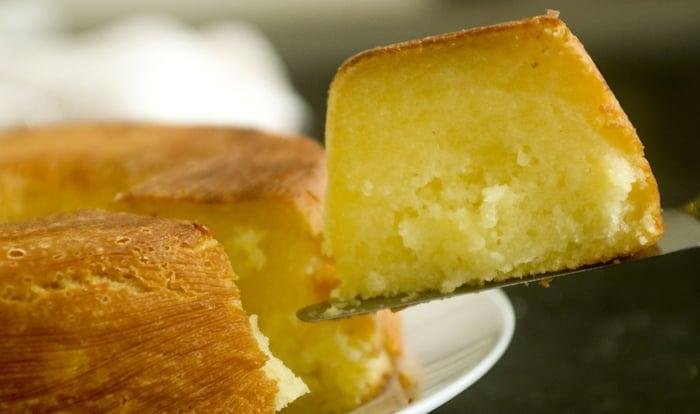 bolo caseiro de mandioca
