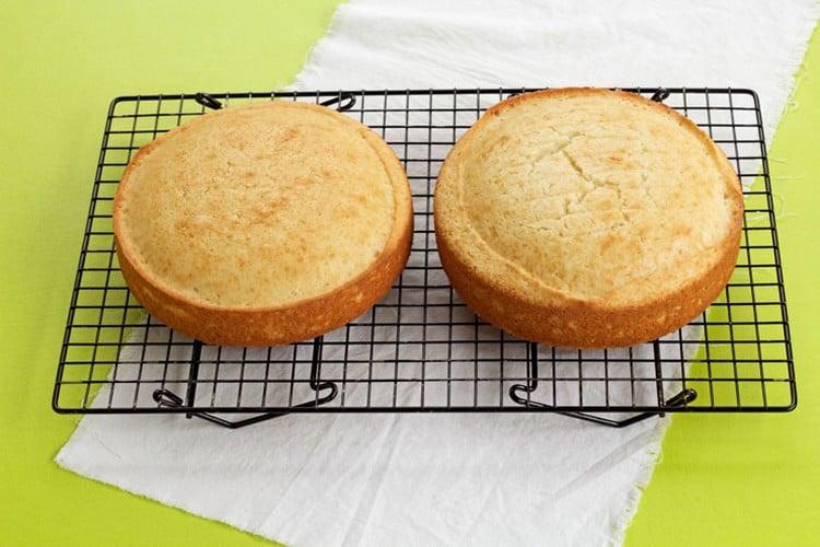 qual a temperatura ideal para assar bolo