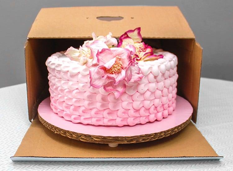 caixa de papelão para transportar bolo
