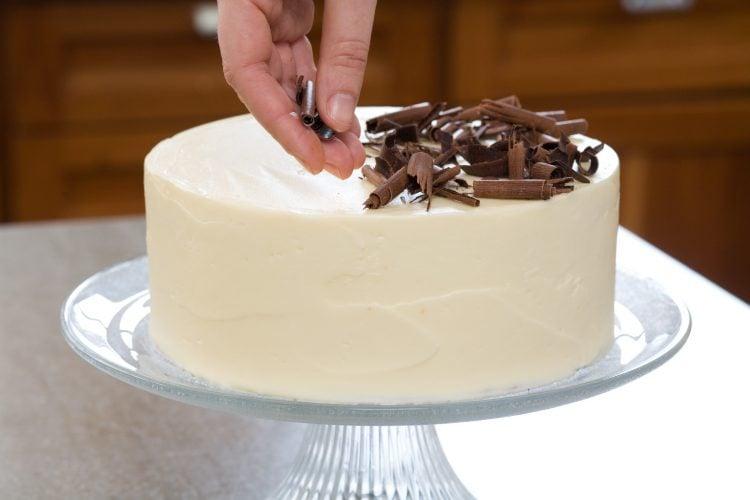 como assar bolo com papel manteiga