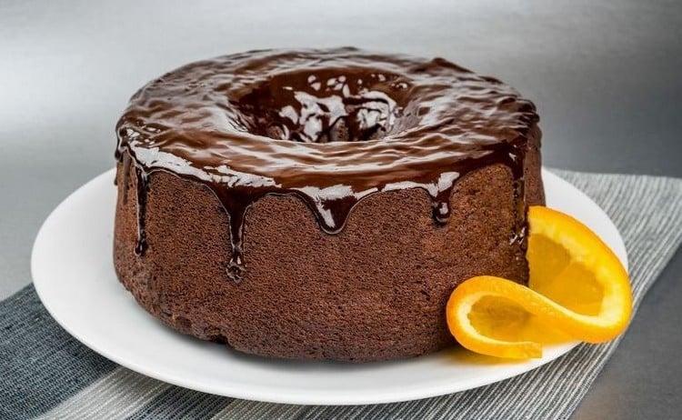 como fazer para o bolo não grudar na forma