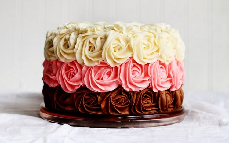 Cobertura de bolo com clara de ovo e açúcar