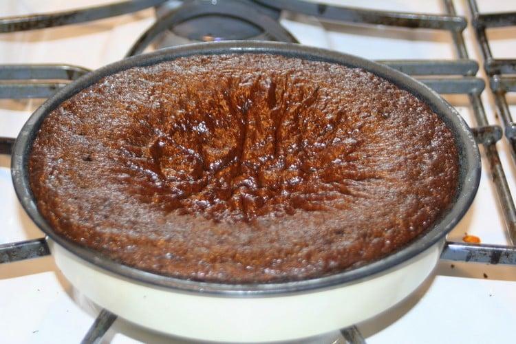 por que o bolo afunda no meio