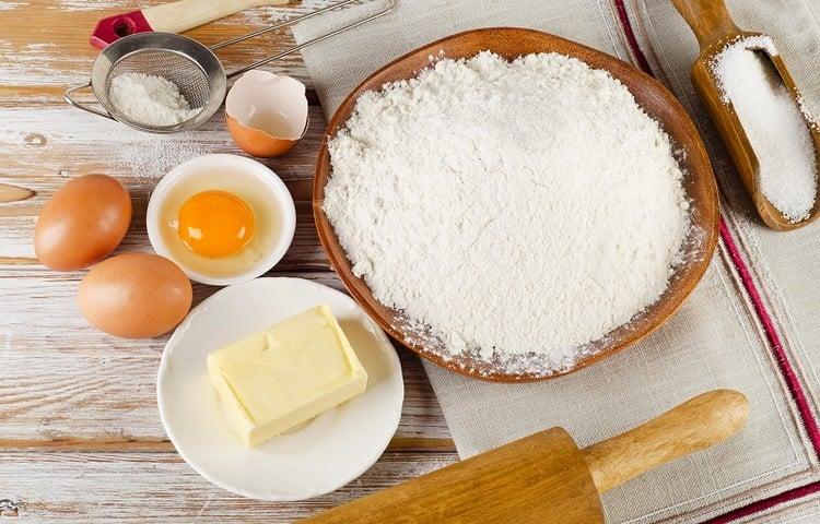 posso substituir margarina por óleo no bolo