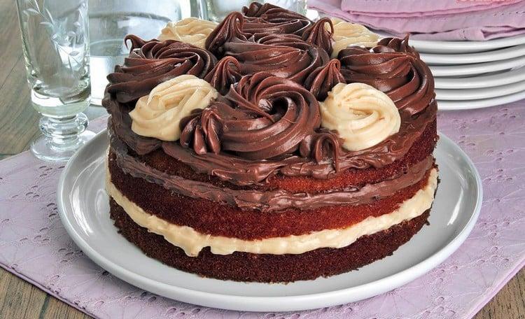 bolo com dois recheios