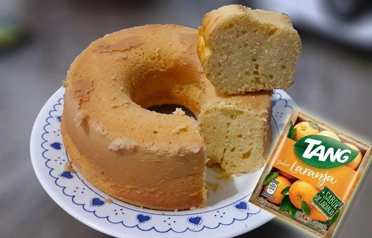 bolo com suco Tang