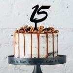 bolo de 15 anos simples drip cake de caramelo