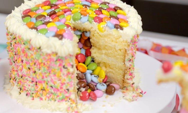 bolo de carnaval recheio de confete
