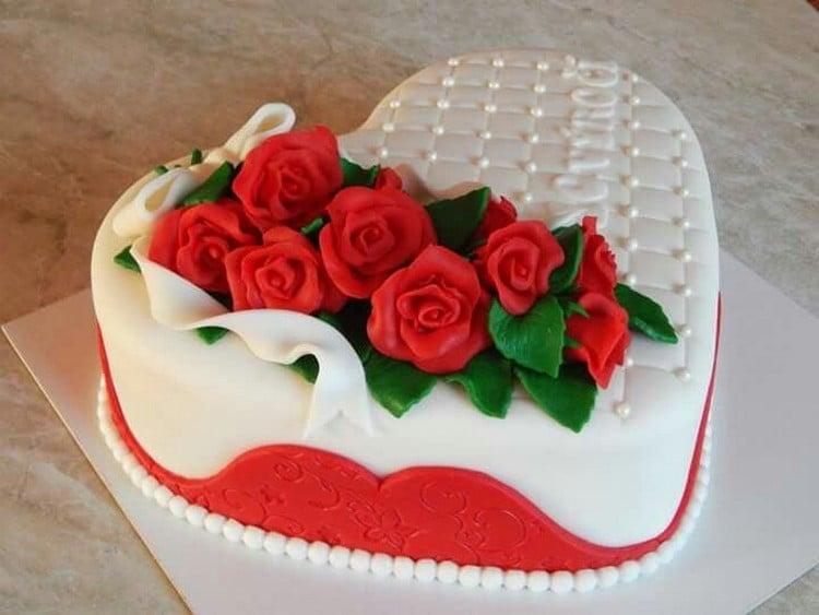 bolo em formato de coração pasta americana