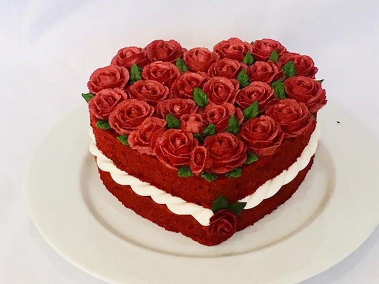 bolo em formato de coração red velvet